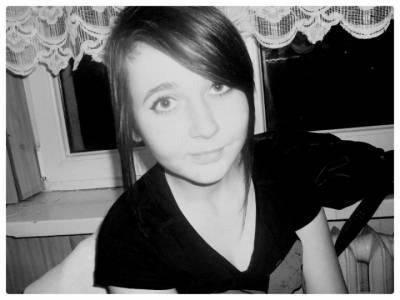 mam na imię Iza mam 15 lat szukam chłopaka do popisania może potem coś więcej w wieku 15-22 lata pod