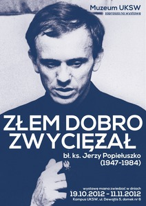 ksiądz Jerzy Popiełóżko w Muzeum UKSW