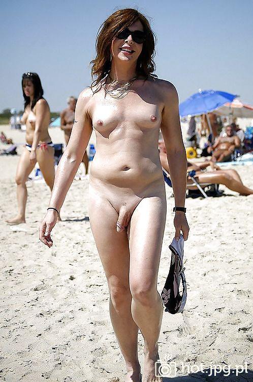 фото голые транссексуалки на пляже
