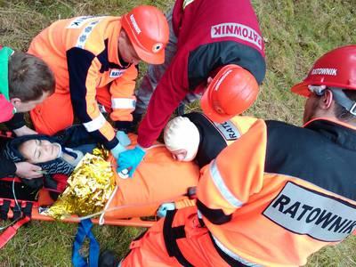 16.03.19 - cwiczenia z poszukiwań i ewakuacji w lesie 111