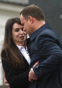 Marta Kaczyńska molestowana przez dziwkę Kaczyńskiego
