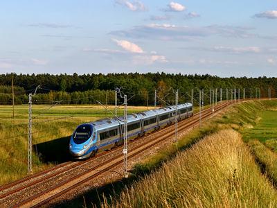 ED250-012 uchwycony na szlaku podg Sprowa - podg Starzyny, jako pociąg EIP nr 3513 relacji Kraków Główny - Gdynia Główna, 18.06.2016r.