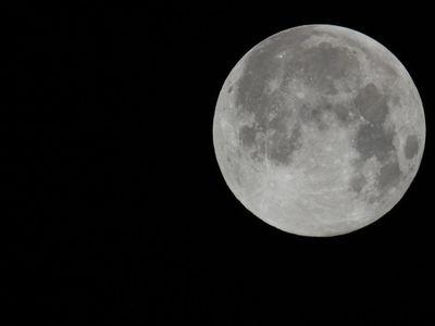 Księżyc 2