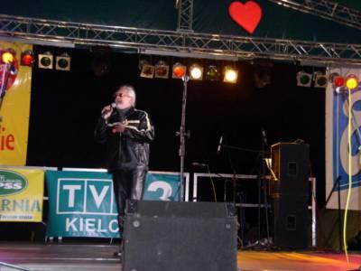 Krzysztof KIS - wokalista, D-j, piosenkarz.